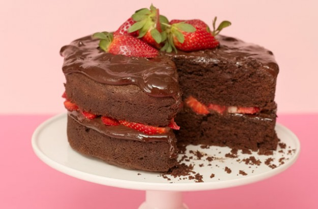 Tort Paleo cu ciocolata si capsuni